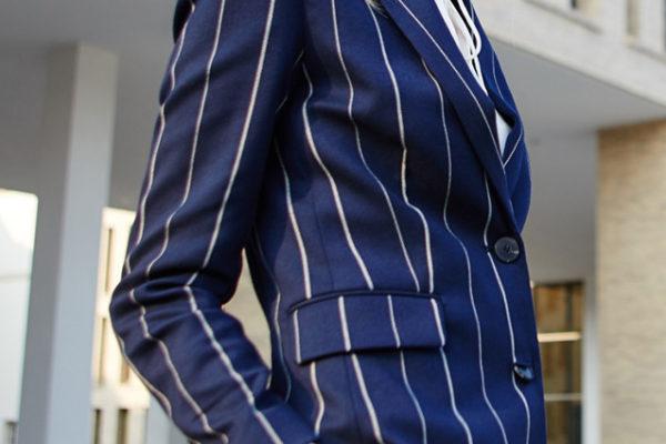 結婚式で着ても良い ストライプスーツの着こなし術
